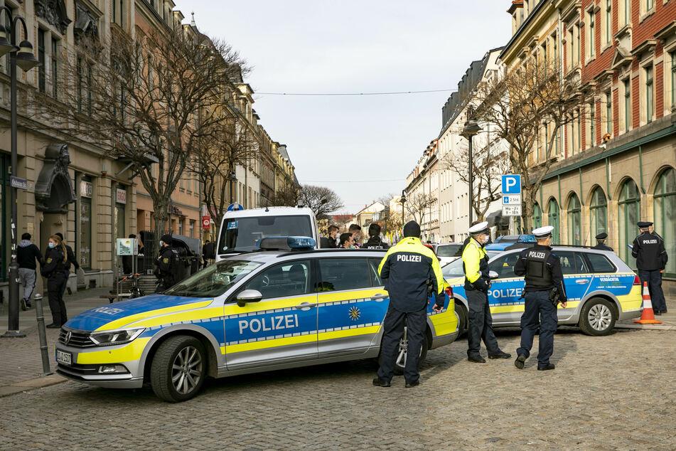 Dresden: Mann zeigt auf Trauerfeier von Halil Şen Hitlergruß: Polizei ermittelt