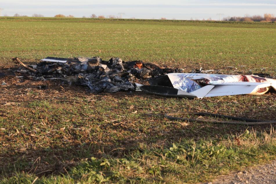 Kleinflugzeug stürzt nahe A4 ab: Eine Person stirbt!