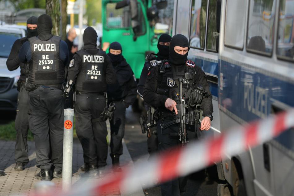 Polizisten sind in Berlin-Neukölln im Einsatz. (Symbolbild)