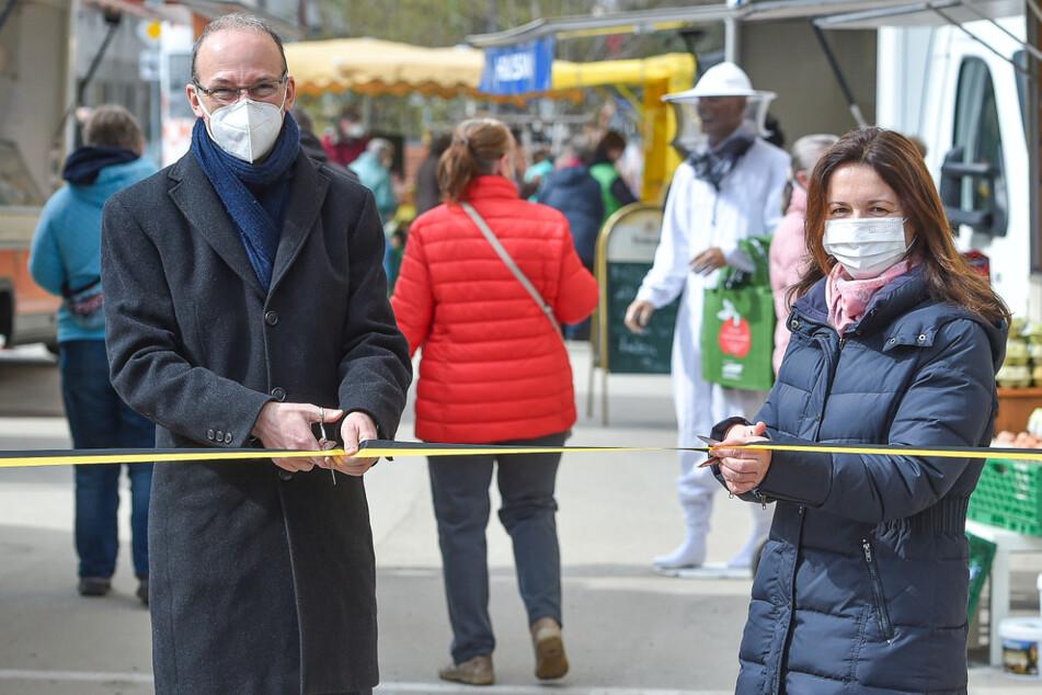 Am Mittwoch haben Wirtschaftsförderer Robert Franke (43) und Madeleine Megyesi-Lukaß (44) von der Deutschen Marktgilde den neuen Wochenmarkt eröffnet.
