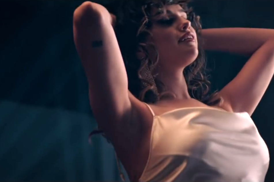 "Tanzen in Quarantäne: Selena Gomez schwingt ihre Hüften in ""Dance Again"""
