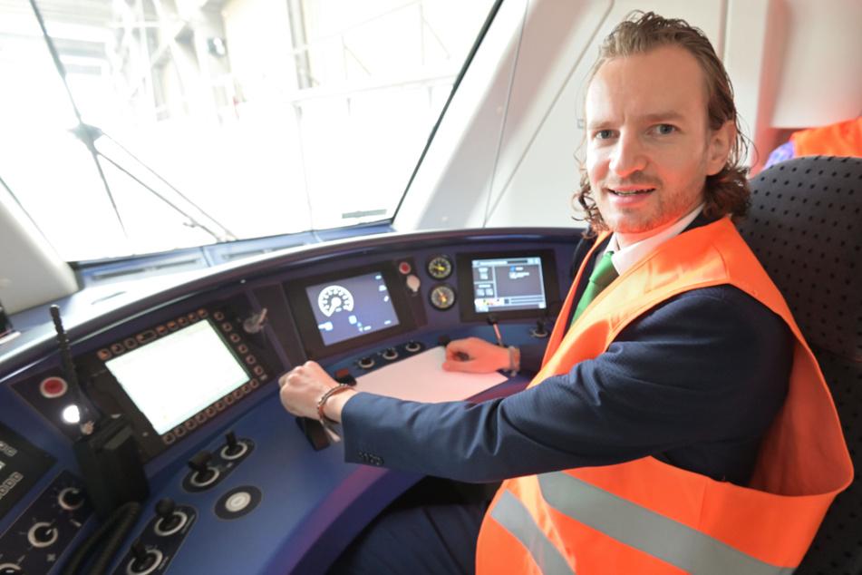 """Diese Fahrt war Chef(-Ingenieurs)-Sache: Stefan von Mach navigierte den Zug der Firma """"Alstom"""" persönlich."""