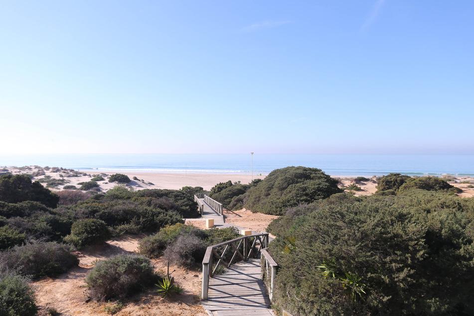 Diese traumhafte Kulisse in Novo Sancti Petri (Spanien) werden die Veilchen im Januar 2021 nicht erleben. Es wird durch den späten Start keine Winterpause und damit auch kein Winter-Camp im Süden geben.
