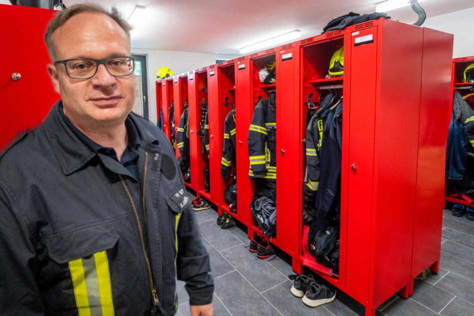 Chemnitz: Tür falsch geplant: Feuerwehrmänner und -frauen müssen sich Umkleide teilen
