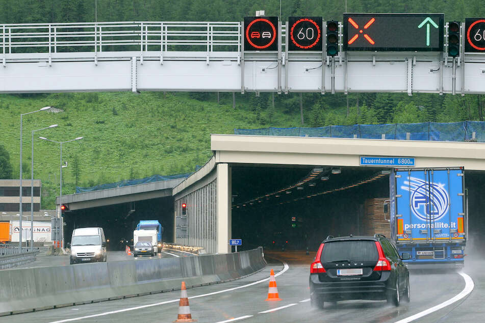 Im Tauerntunnel wurde sein Mann wegen der Anweisung seines Navis zum Falschfahrer. (Symbolbild)