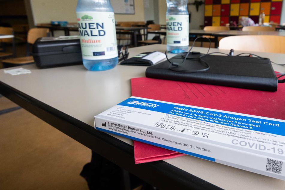 Hessen führt Corona-Testpflicht für Schulen ein: Das kommt jetzt auf die Schüler zu