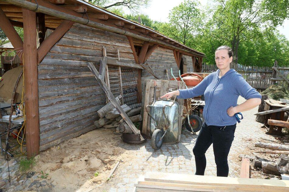 Diebe steigen in Historisches Dorf ein und klauen 300-Kilo-Säge
