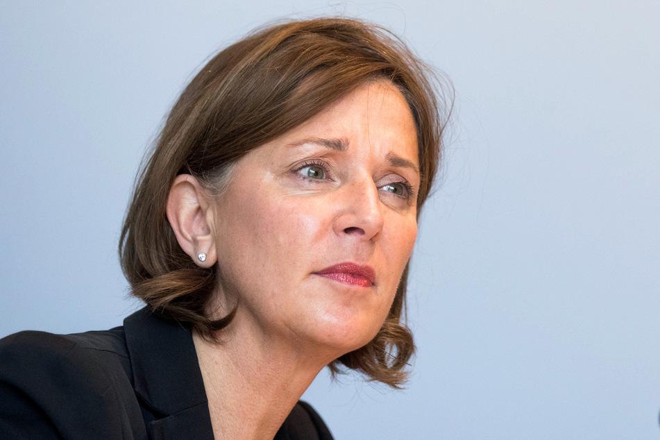 NRW-Schulministerin Yvonne Gebauer (53) äußerte sich am Mittwoch zur Perspektive der Berufsschüler und Abiturienten.