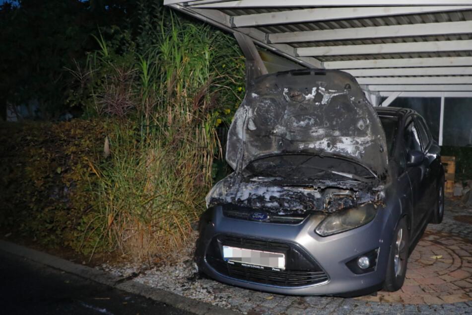 Brandserie geht weiter! Schon wieder geht ein Auto in Flammen auf