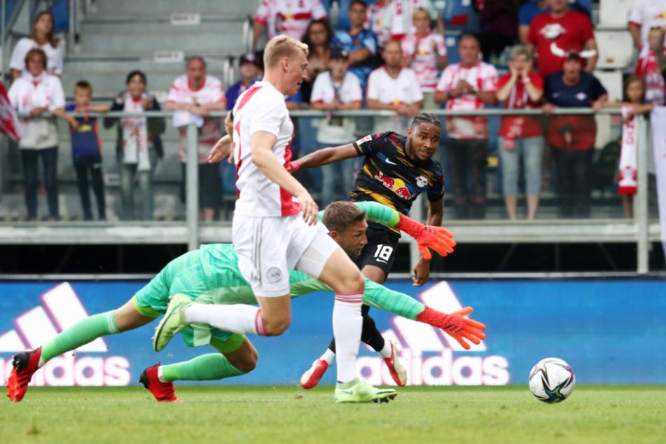 Christopher Nkunku (23) rettete nach einer schwachen ersten Halbzeit mit dem Treffer zum 1:1 das Unentschieden im Test gegen Ajax Amsterdam.