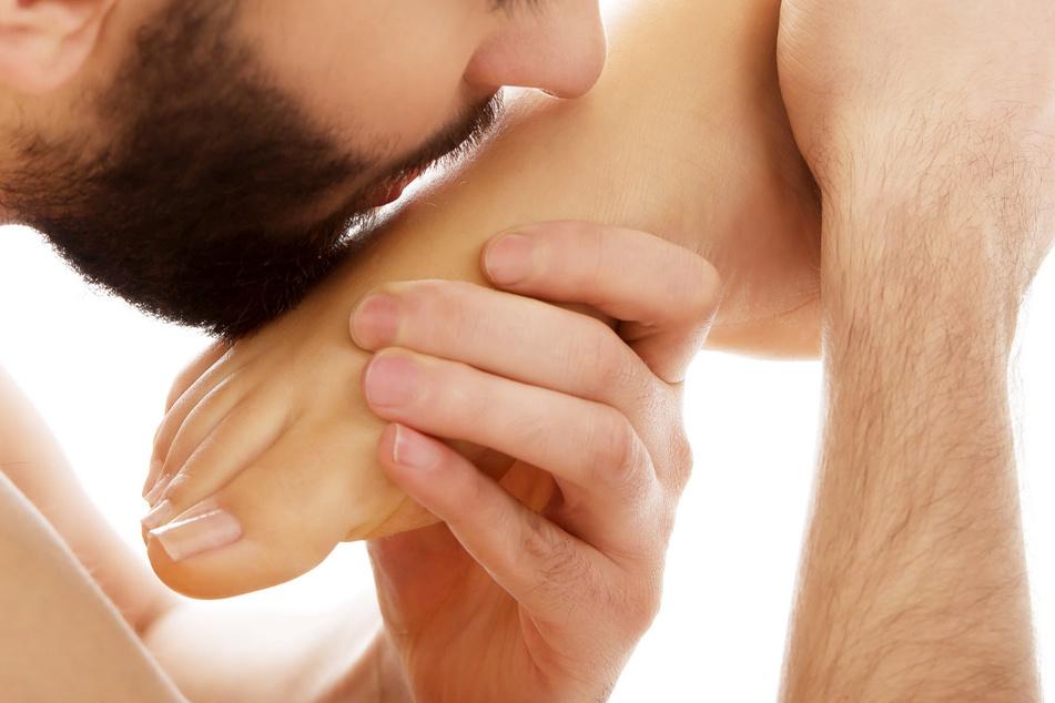Ein Mann mit sexueller Vorliebe für Füße wurde in England wegen unnötiger Anrufe bei einer Beratungshotline verurteilt.