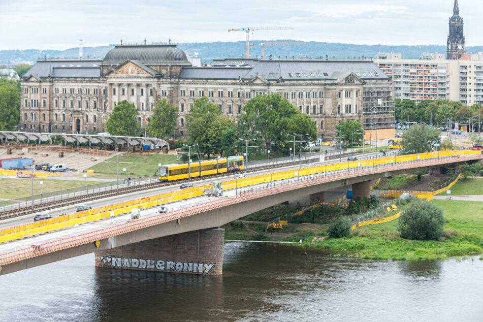 Als Erstes wird auf der Brücke im Oktober der Geh- und Radweg fertig.