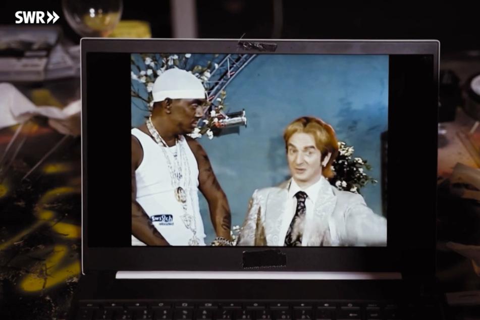 Bernhard Hoëcker (links) als Rapper 50 Cent. (Screenshot)