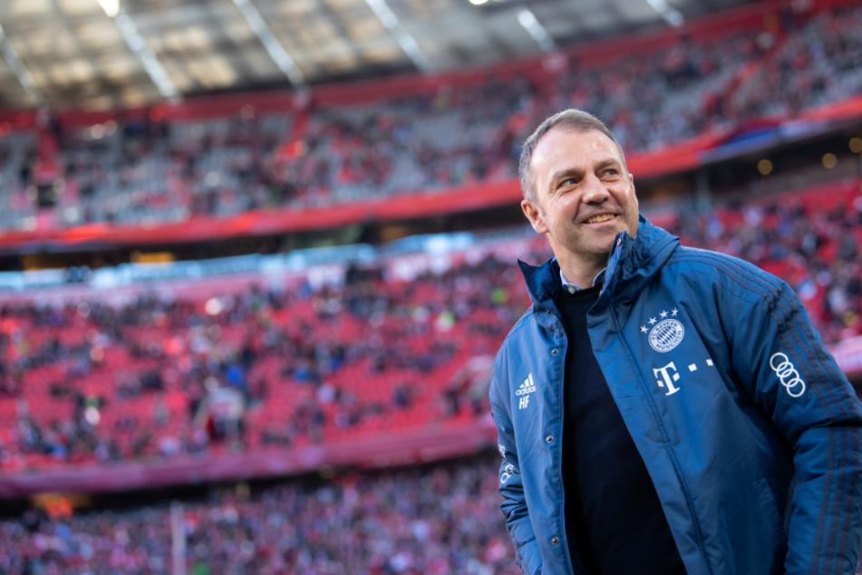 Hansi Flick (55) darf nach 30 Jahren wieder die Meisterschale in den Händen halten.