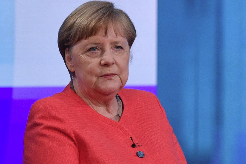 Bundeskanzlerin Merkel sitzt am Donnerstag im ARD-Hauptstadtstudio.