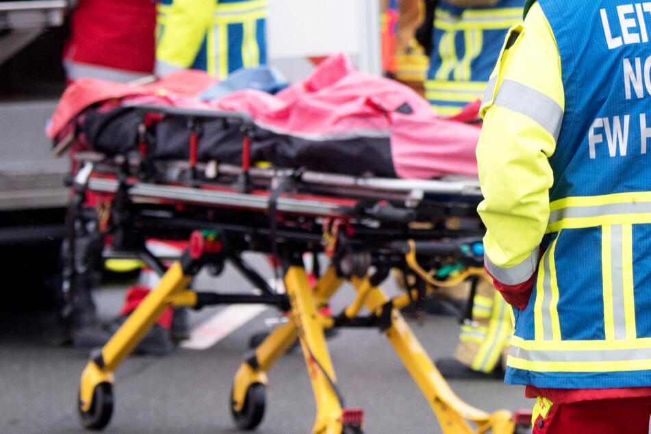 Ein Motorradfahrer hat bei einem Frontalzusammenstoß mit einem Auto in Bayern sein Leben verloren. (Symbolbild)
