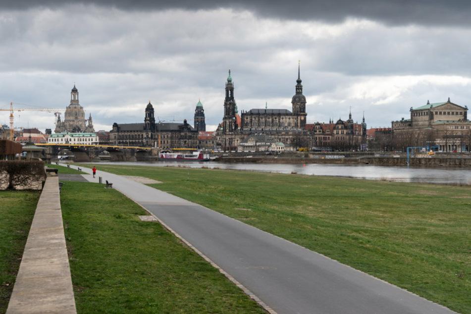Das Elbufer in Dresden ist praktisch menschenleer.