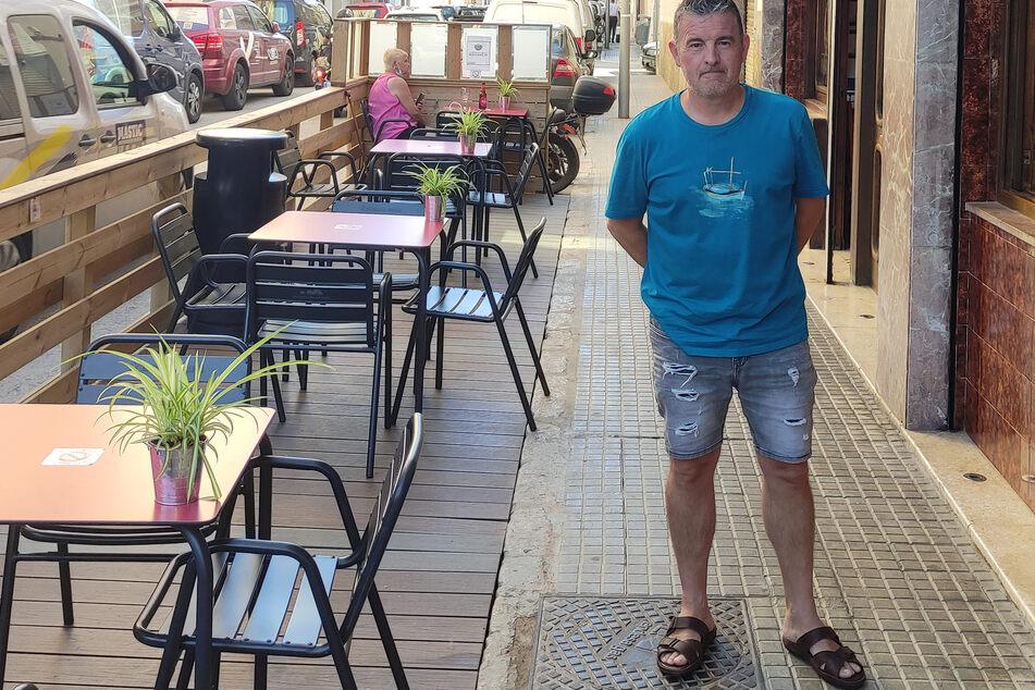 """Domingo Riera vom """"Cafe Lina"""". Er findet, Mallorca hätte bei der Öffnung vorsichtiger sein müssen: """"Wir sind wie ein Auto ohne Bremsen und müssen äußerst langsam fahren."""""""