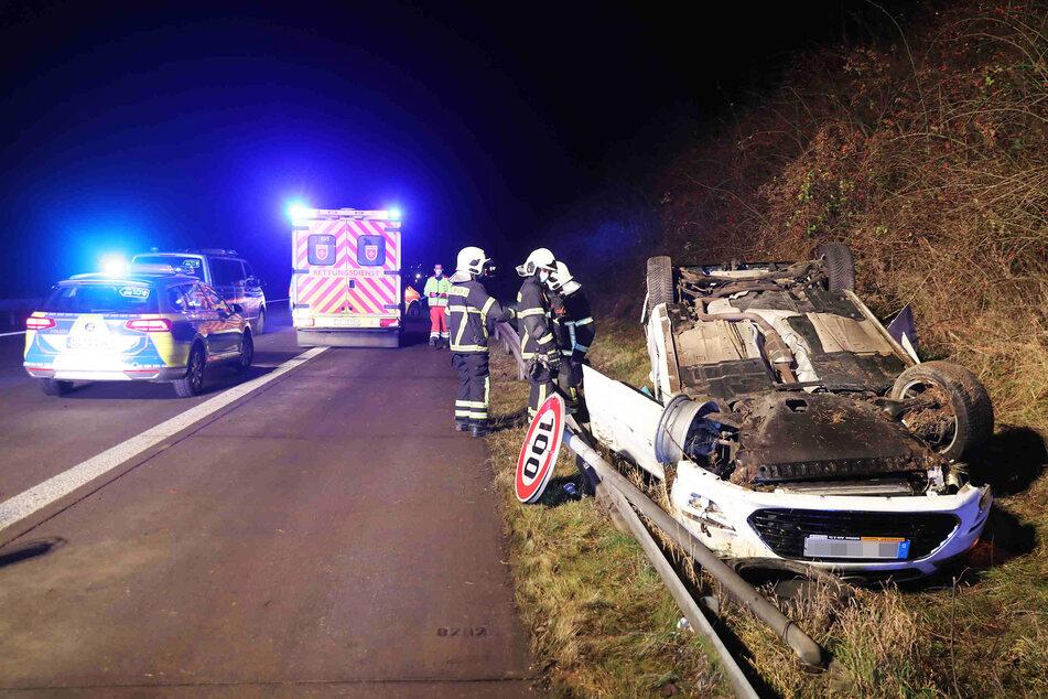 Unfall A17: Unfall auf A17 Richtung Prag: Ford überschlägt sich, Autobahn zum Teil gesperrt!