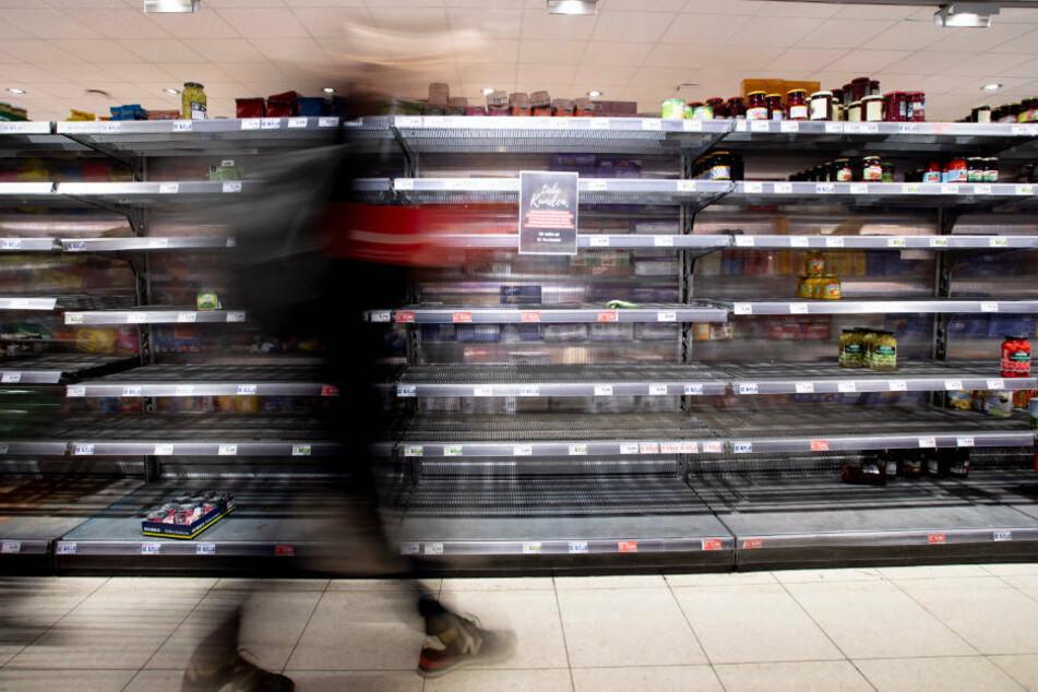 Supermärkte werden weiterhin geöffnet sein. Daher besteht kein Grund für Hamsterkäufe.