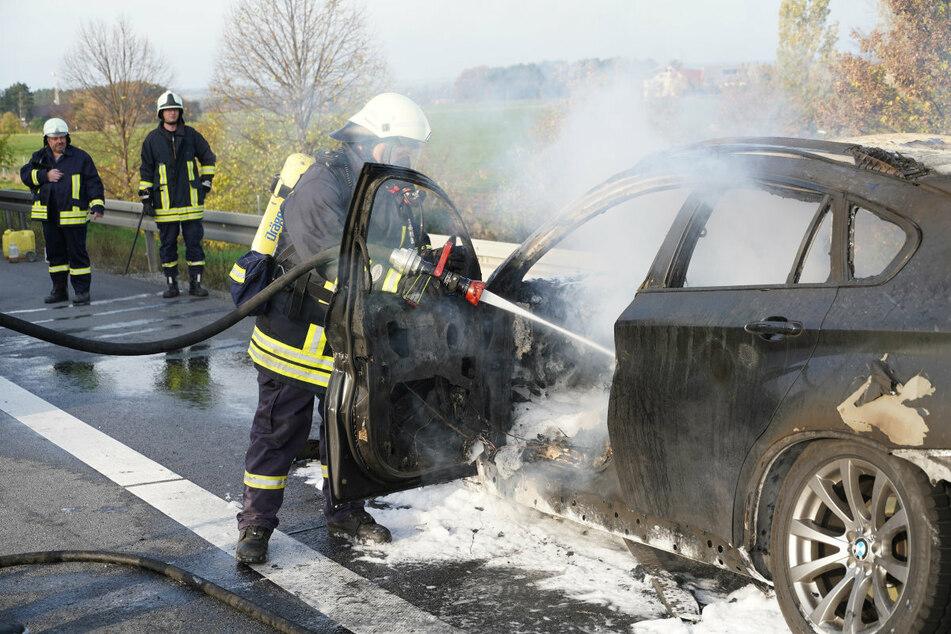 Feuerwehr auf der A4: BMW X6 geht in Flammen auf!