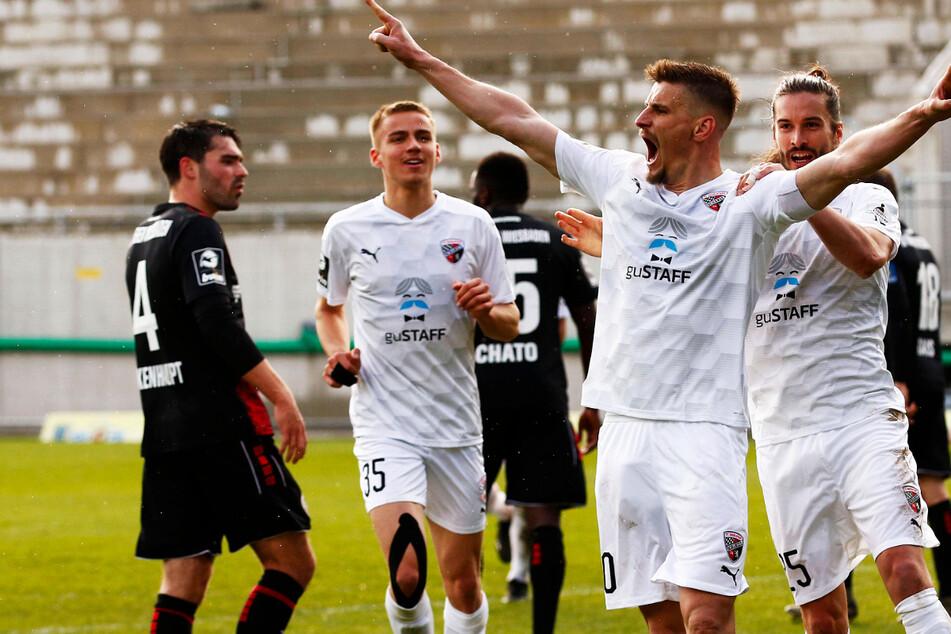 Stefan Kutschke entscheidet Spitzenspiel mit Doppelpack: Ingolstadt rückt Dynamo wieder auf die Pelle!