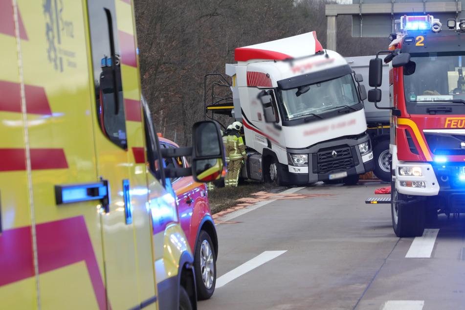 Lkw stellt sich auf A4 bei Dresden quer: Stau, zwei Streifen gesperrt