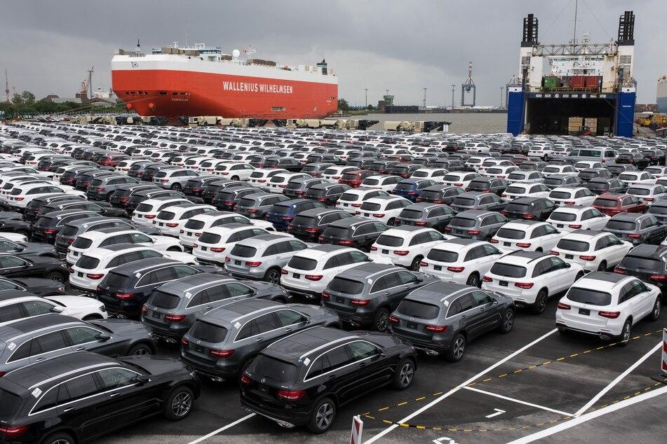 Die Neuwagen von Mercedes Benz warten darauf, verschifft zu werden (Foto: Ingo Wagner/dpa).