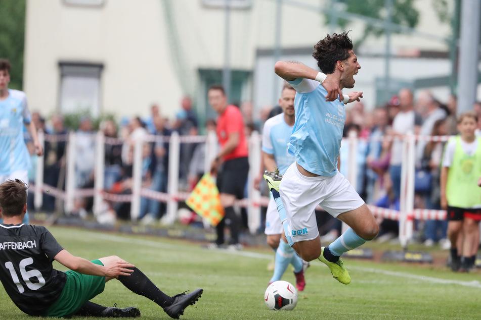 CFC-Spieler Andis Shala (rechts) traf in der 13. Minute zum 2:0. 500 Zuschauer feierten die Himmelblauen.
