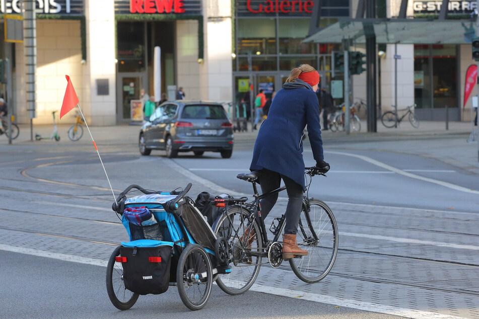 Radfahrer können den Platz momentan nicht legal und sicher queren.
