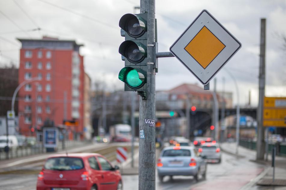 Grüne Welle per App: Ein Modellversuch zum Spritsparen läuft ab Monatsende in Chemnitz.