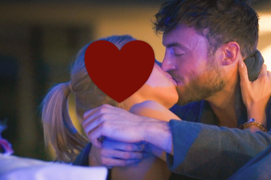 Bachelor: Der Bachelor: Niko küsst die erste Auserwählte, doch bereut es kurz danach
