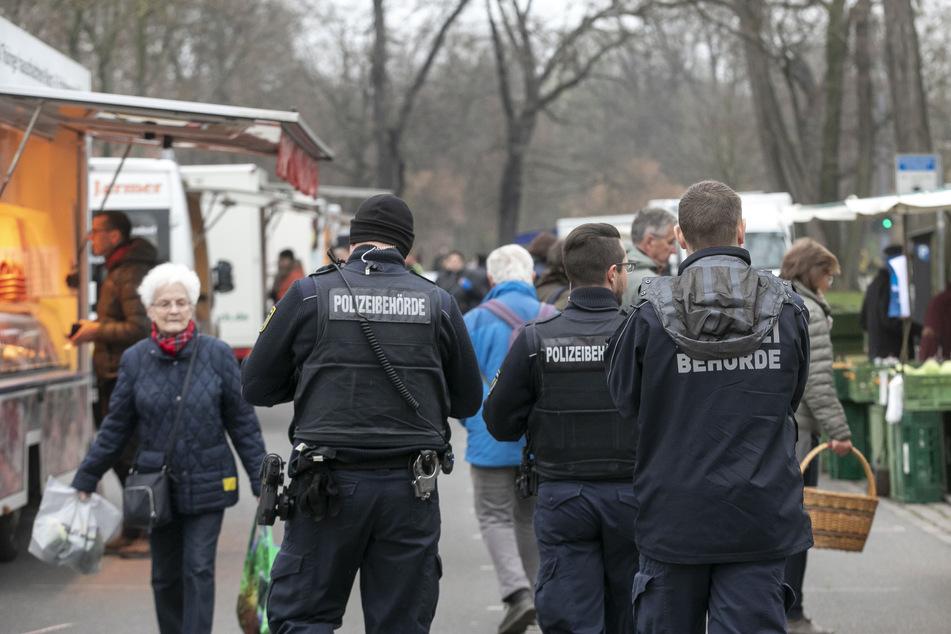 Neben Streifen des Ordnungsamtes und Sicherheitsdienstes war auch die Polizei auf dem Lingnermarkt zu sehen.