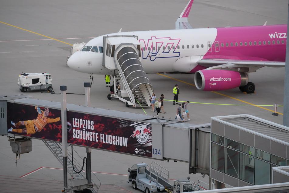 Ab Freitagabend startete die erste Maschine vom Flughafen Halle/Leipzig in Richtung Kiew.