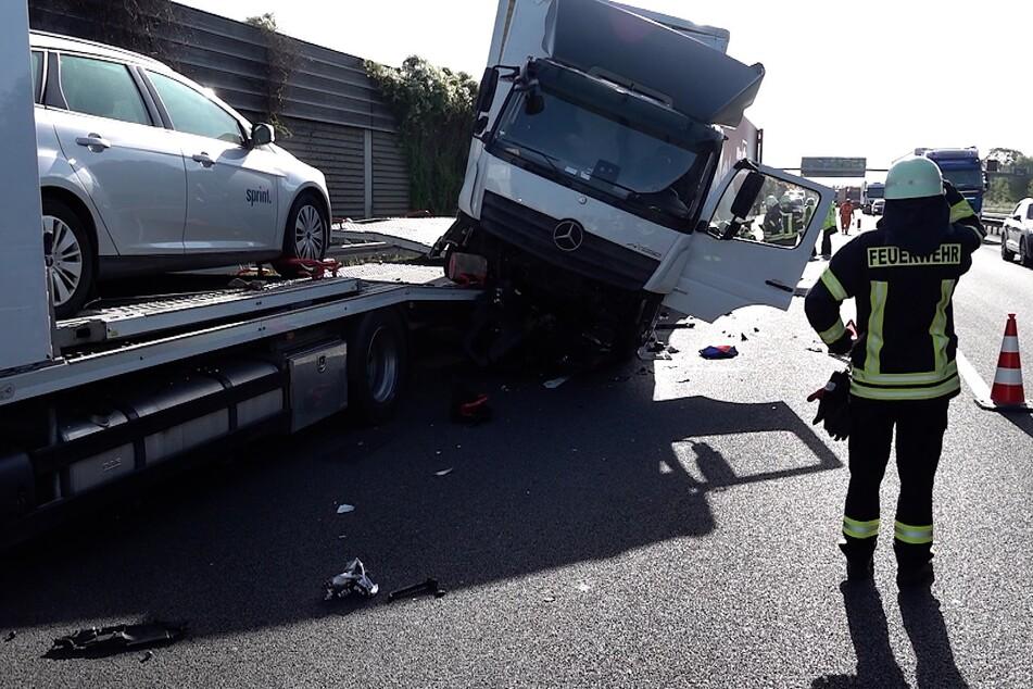 Lkw-Karambolage nach Stau auf der A2: Zwei Personen verletzt