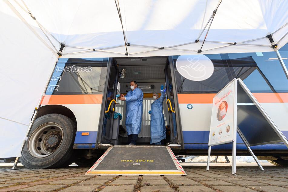 Am Wochenende kamen in drei sächsischen Gemeinden rollende Impfzentren zur Impfung gegen Corona zum Einsatz.