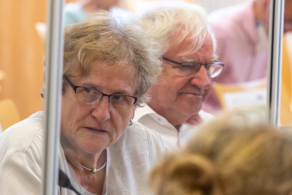 Die Eltern der getöteten Maria Baumer, Maria (l.) und Alois Baumer sitzen im Gerichtssaal.