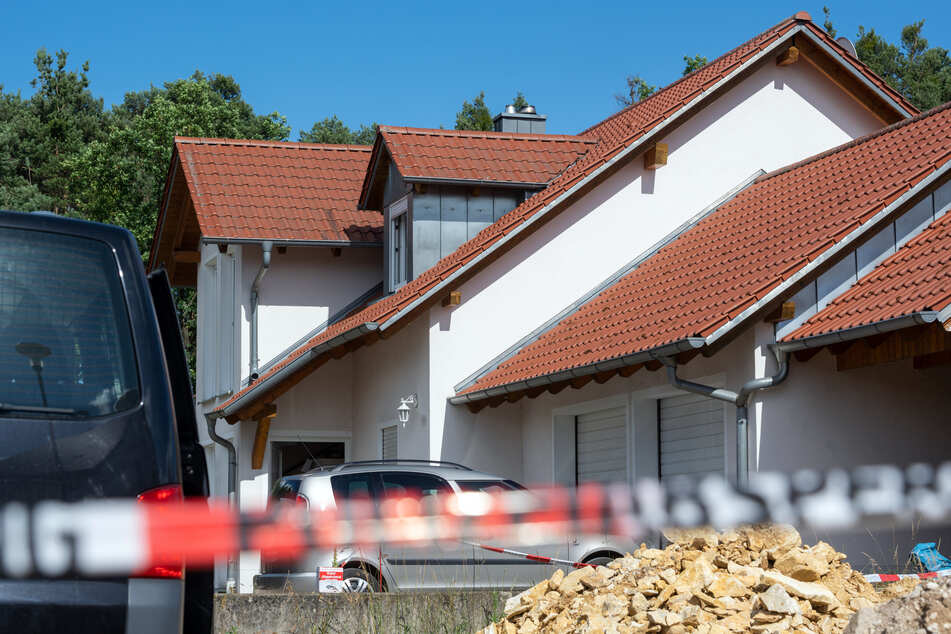 Im Fall eines getöteten Paares in Schwandorf hat die Staatsanwaltschaft Amberg Anklage gegen den mutmaßlichen Täter erhoben. (Archivbild)