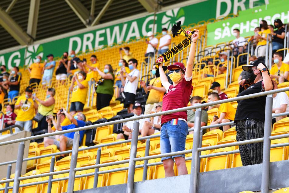 Es war ein Anfang: Erstmals seit dem 31. Oktober waren wieder Fans im Stadion. Knapp 200 verfolgten den Trainingsauftakt der Dynamos.