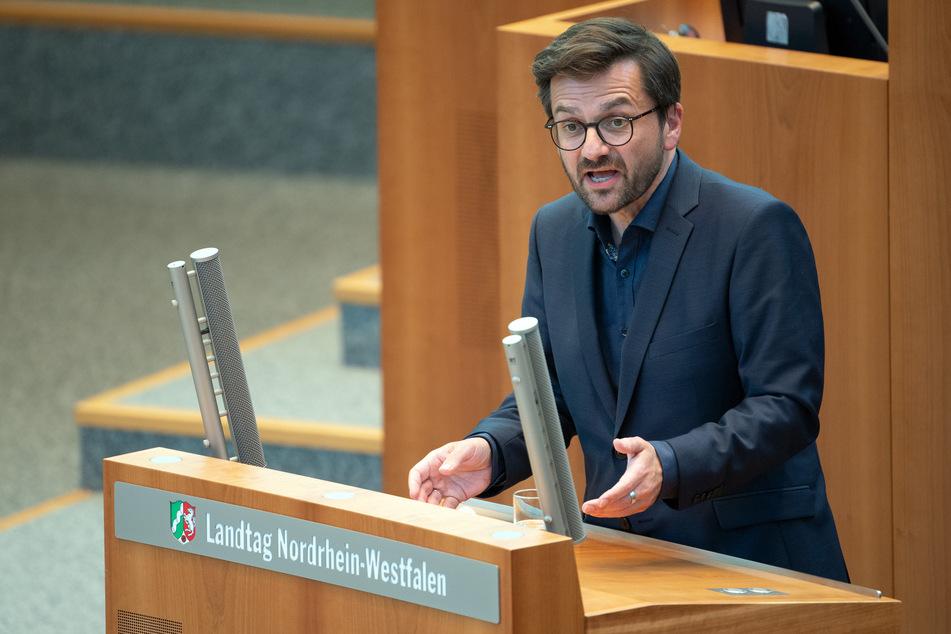 SPD-Fraktions- und Parteichef Thomas Kutschaty (53) kritisierte die nordrhein-westfälische Landesregierung am Montag scharf.