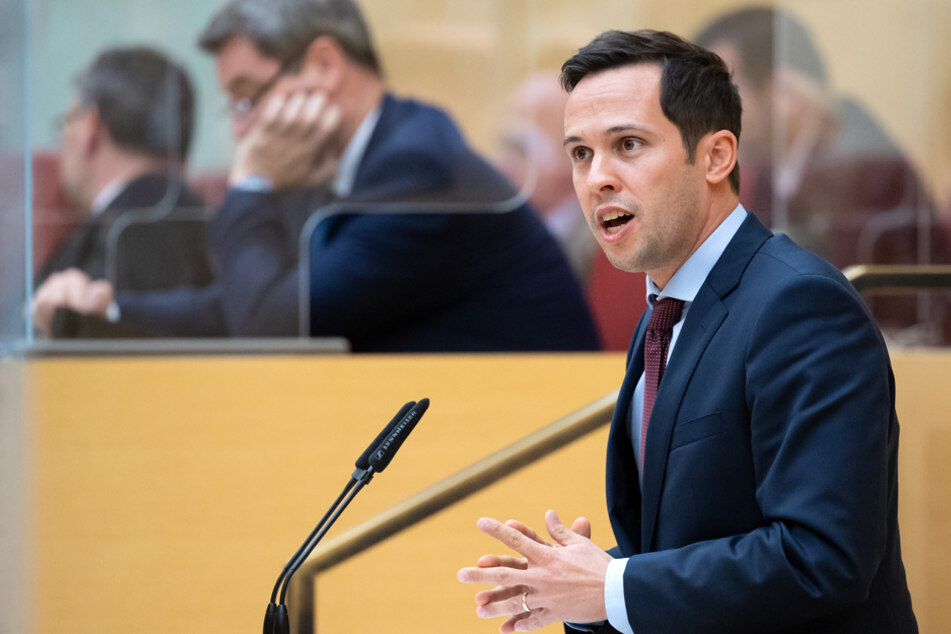 """FDP-Fraktionschef Martin Hagen kritisiert den sogenannten Lockdown als """"Akt der Verzweiflung""""."""