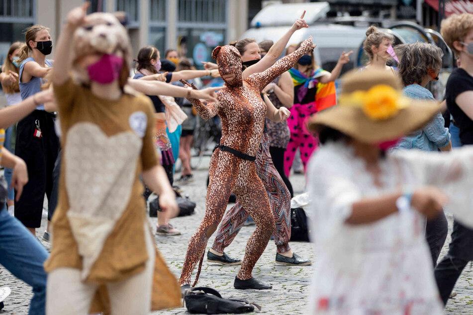 Manche Aktivisten tanzten.