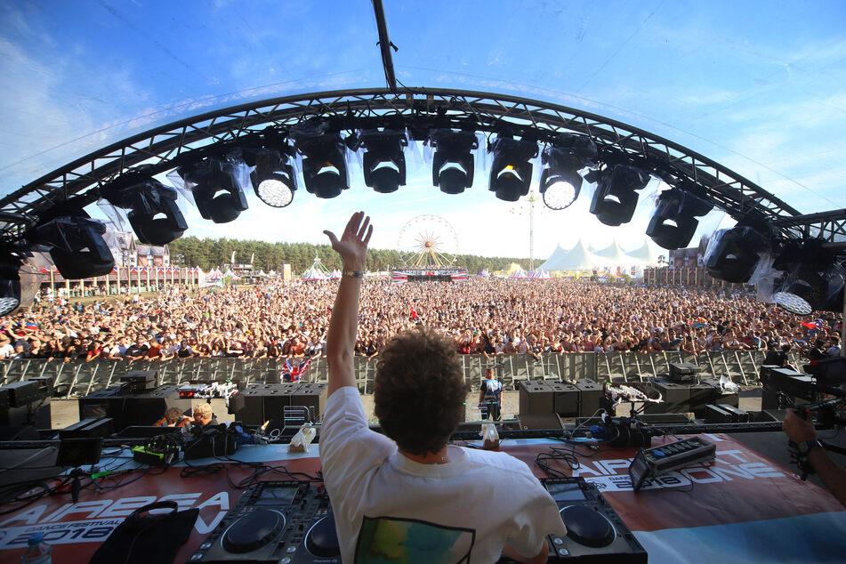 "David Guetta, Afrojack, Marshmello: 125 Künstler bei ""Airbeat One"" dabei"