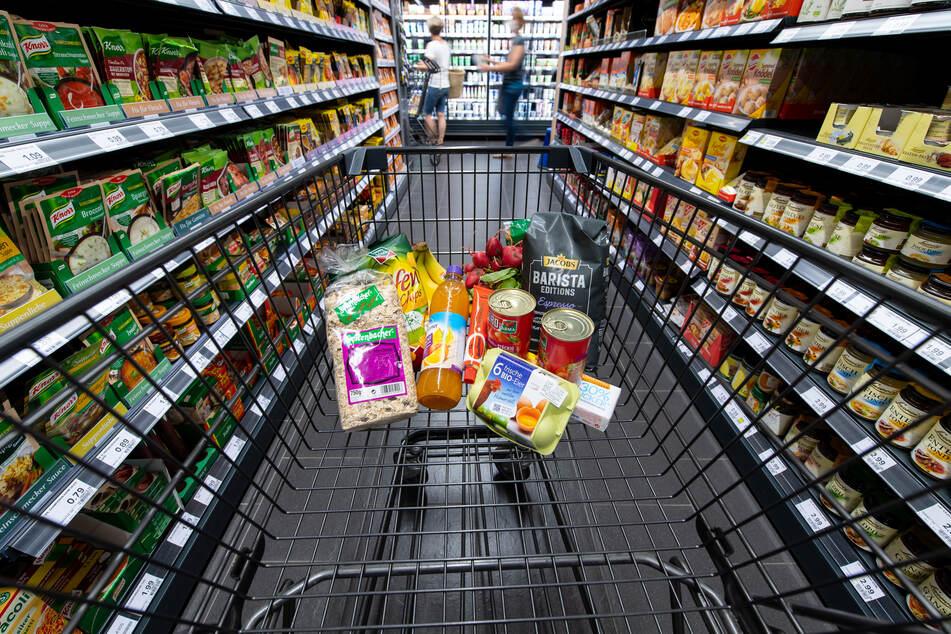 Im Vergleich zum Juli dieses Jahres stiegen die Verbraucherpreise den Angaben zufolge nur leicht um 0,1 Prozent.