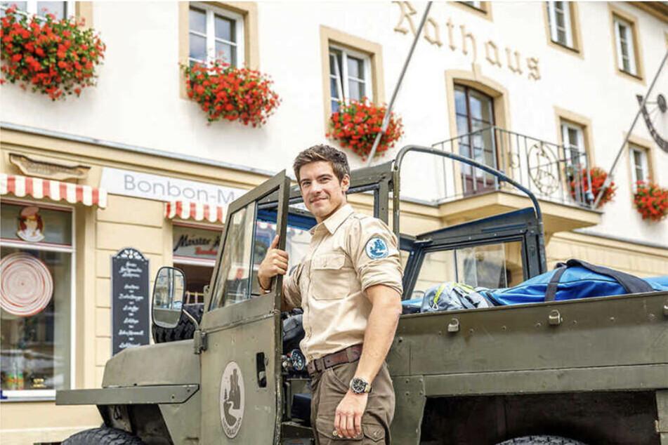 """Phillip Danne (35) in seiner Rolle als """"der Ranger""""."""