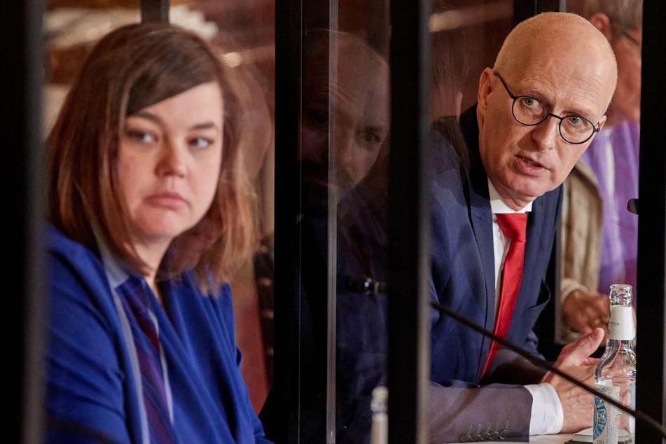Katharina Fegebank (44, Bündnis 90/Grüne), Zweite Bürgermeisterin von Hamburg, und Peter Tschentscher (55, SPD), Erster Bürgermeister von Hamburg, geben in Folge der Beschlüsse der Ministerpräsidentenkonferenz eine Pressekonferenz im Rathaus.