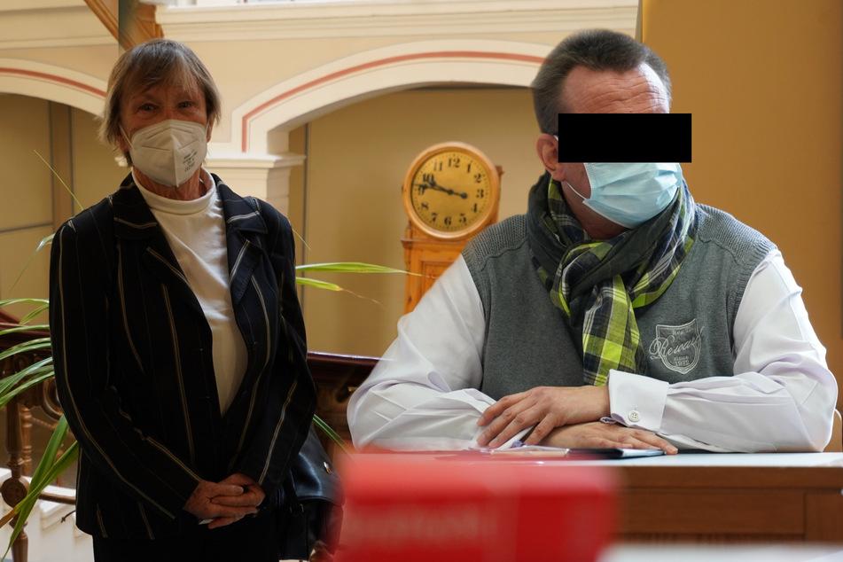 Fast 110.000 Euro abgezockt! Trauerredner schwatzte Omas ihr Erspartes ab
