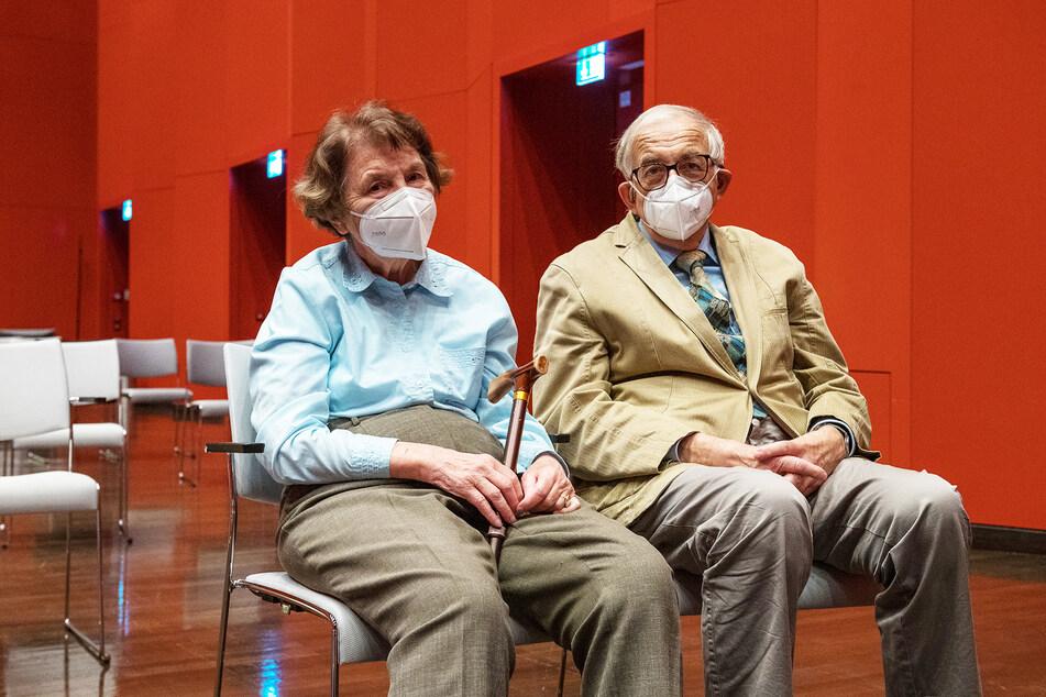 Haben endlich Zeit, auch in andere Fachgebiete reinzuhorchen: Bärbel (77) und Ulrich Carraro (78).
