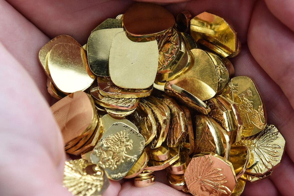 Ihr Erlös ist wertvolle Hilfe für echte Indianer: eine Handvoll Gold-Nuggets.