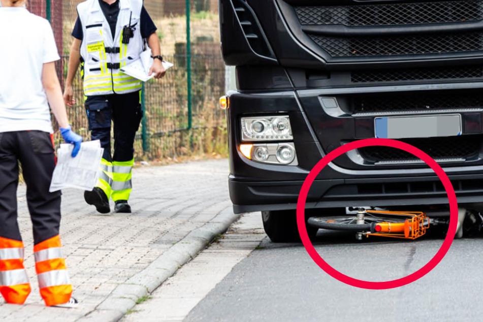 Tödlicher Unfall: Lastwagen überfährt Fahrradfahrerin